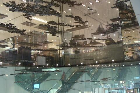 Architektura během rychlého oběda v obchodním centru