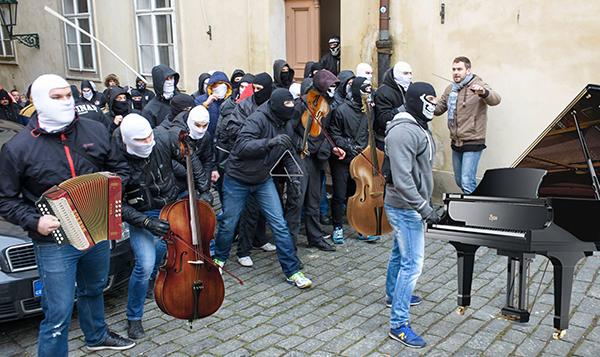 """Jedna z trefných koláží """"orchestr Ministerstva vnitra"""""""