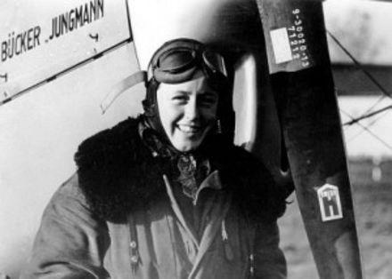 První německá letecká akrobatka Beate Uhse