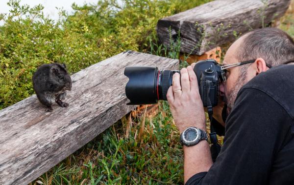 Fotografování laoše. Foto: Pavel Brandl
