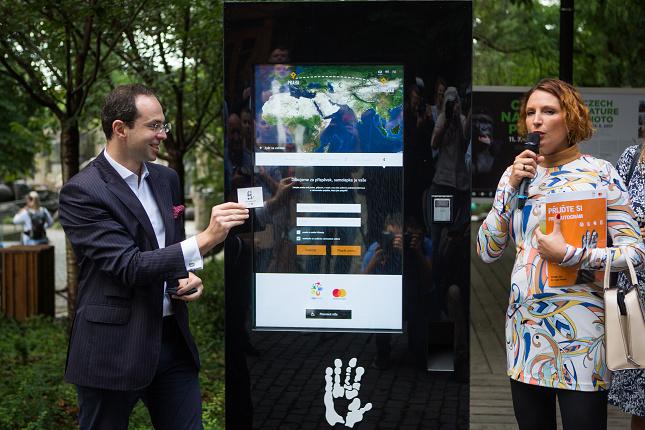 """""""Donation machines"""" jsou světovým unikátem a Zoo Praha je první, která je využívá. Foto Václav Šilha"""