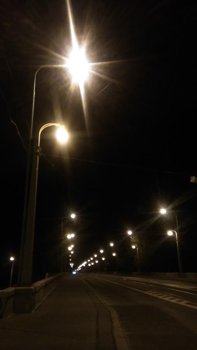 Libeňský most v noci [foto: Adam Scheinherr]