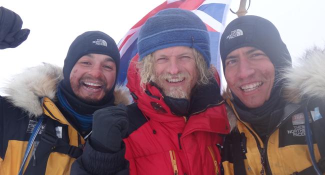 Dva Australani a Norský bombarďák Alex