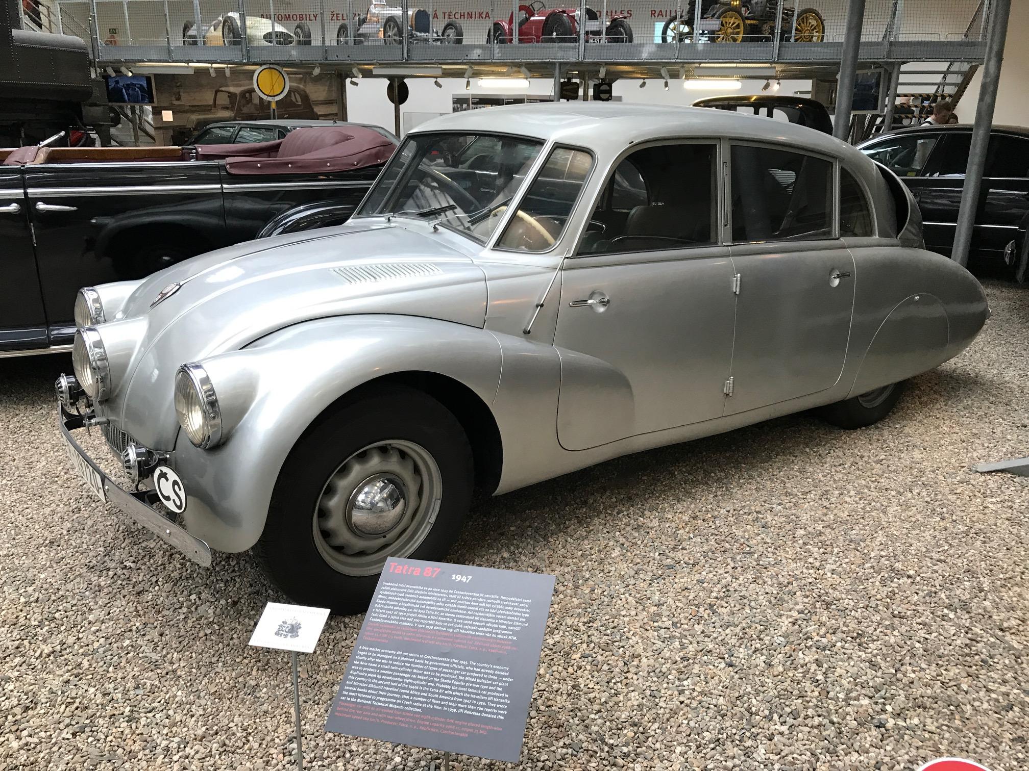 Víc než dopravní prostředek se osobitý tvar tohoto auta stal symbolem cesty k bláznivým plánům.