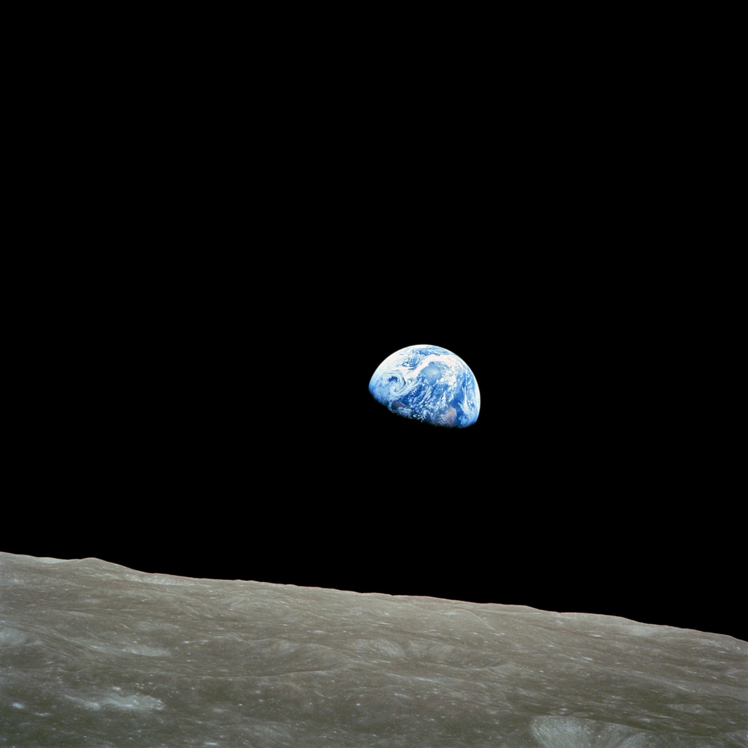 Takhle vyfotili východ Země na Měsíci astronauti z Apollo 8