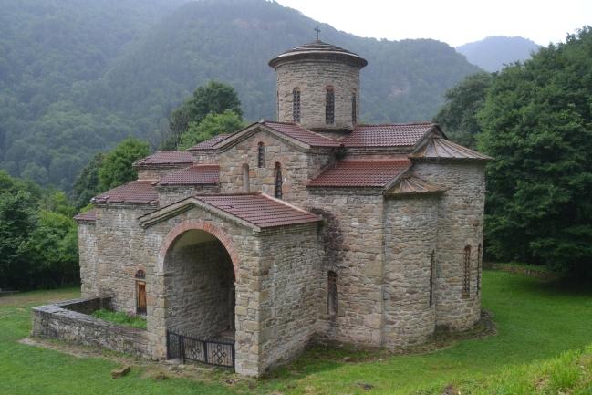Arkiz, Kostel z 11. století
