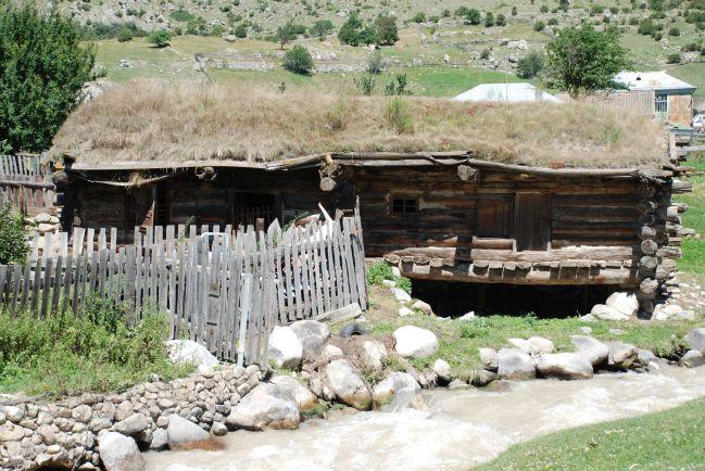 Natáčení u domu imáma v Churzuku