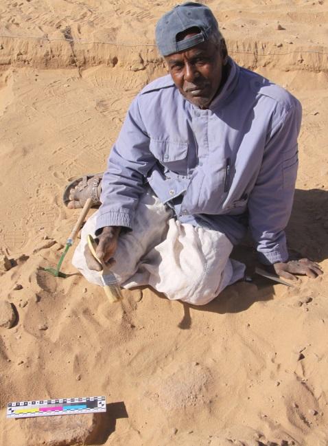 Hrdý nálezce Abdu-Daim na našem výzkumu.