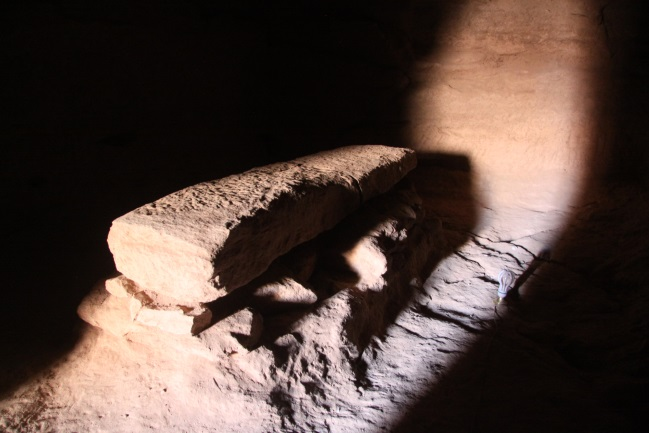 Kurru - sarkofág v hrobce pod Piankovou pyramidou.
