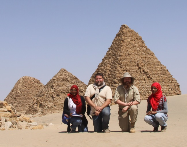 Nuri – My a královské pyramidy.