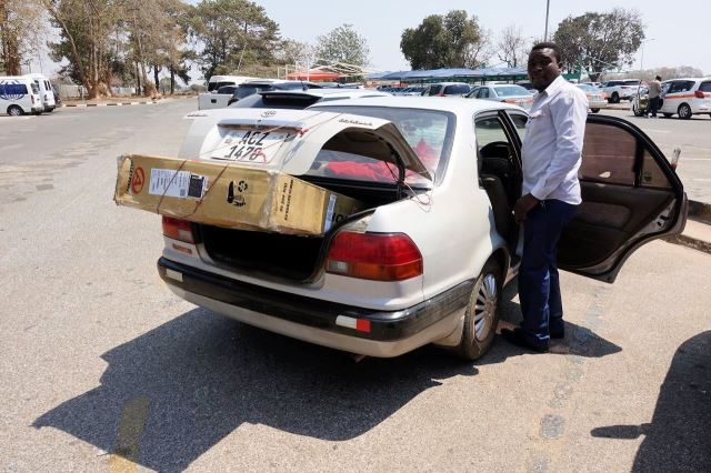 [Lusaka]Odvoz znovu nalezeného kola z letiště