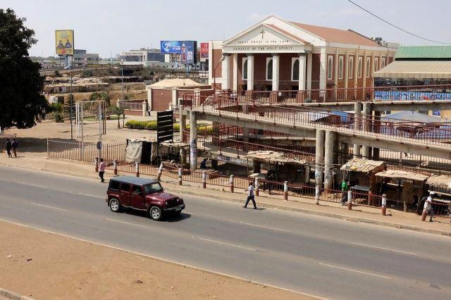 [Lusaka]Klasické průčelí kostela bylo mezi zdejšími budovami osvěžující výjimkou
