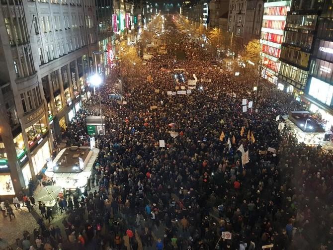 Podle mobilních operátorů tam bylo asi 25 tisíc mobilních telefonů (foto facebook)