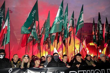 Manifestanti národně-radikálního tábora