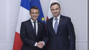 Macron se o destrukci právního státu nezmínil