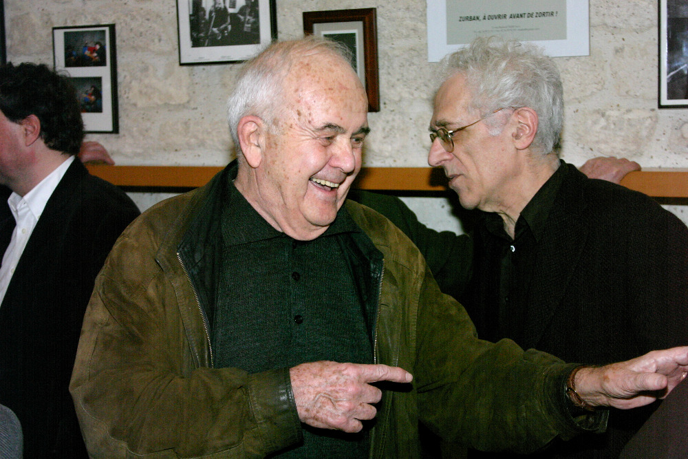 A.J.Liehm na oslavě svých 80.narozenin v Paříži. Za ním francouzský filosof Tzvetan Todorov.      Foto archív Jitky de Préval