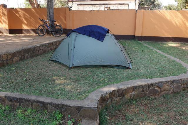 [Livingstone]Kempuji v Jollyboys Backpackers