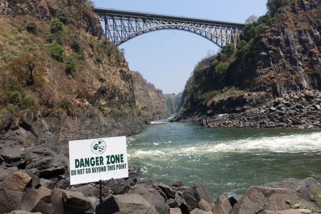 [Victoria Falls]Pohled na Victoria Falls Bridge z úrovně Boiling Pot