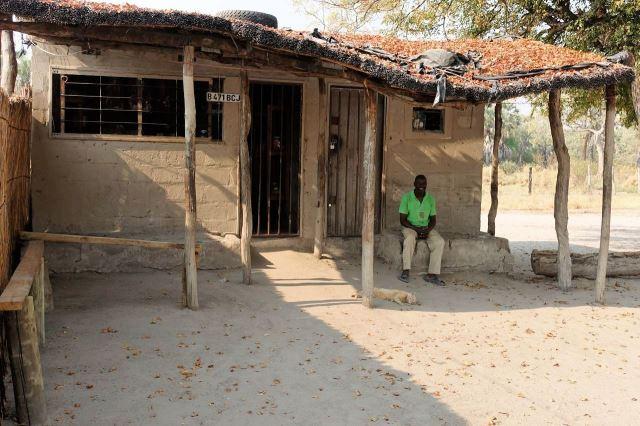 "[Okavango Delta]Majitel ""koloniálu"", kde jsme s Jayem lemtali pivo"