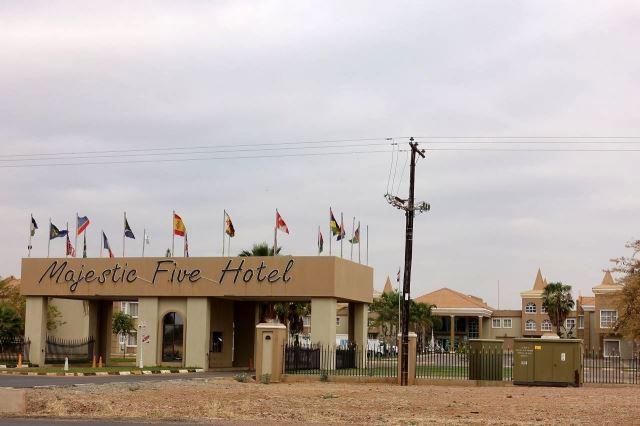 [Palapye]Hotel Majestic 5 kde bydlí škodováci