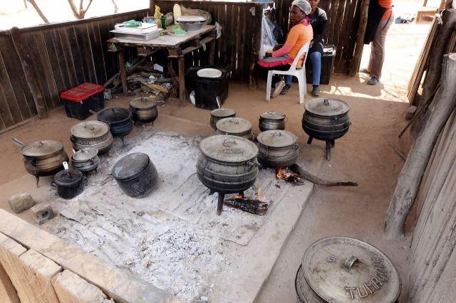 [Mahalapye]Vybavení kuchyně u silnice