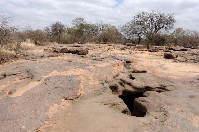 [Matsieng Footprints]Místo je geologicky unikátní, velmi odlišné od okolní krajiny
