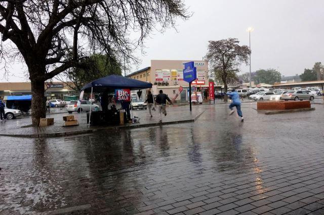 [Gaborone]Silná bouřka s tropickým lijákem