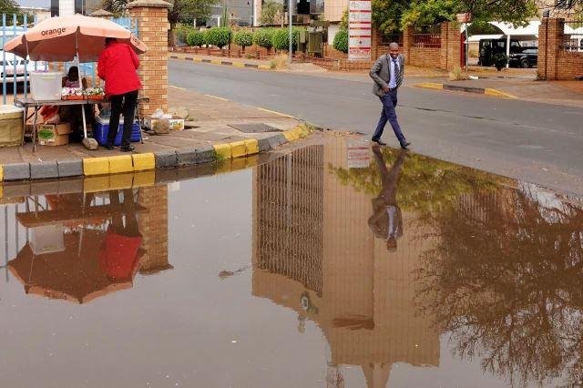 [Gaborone]Louže po tropické bouři nezmizely ani po dvou dnech