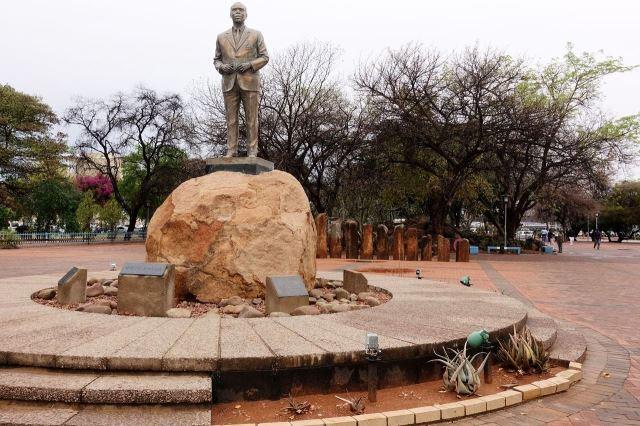 [Gaborone]Seretse Khama vyjednal s Velkou Británií samostatnost v roce 1966