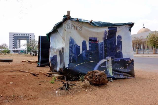 [Gaborone]Připomínka loňské cesty . obrázek Singapuru na boudě