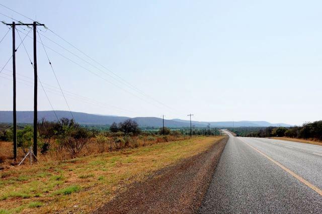 [A4 km 10]Kopcovitá krajina, široká krajnice