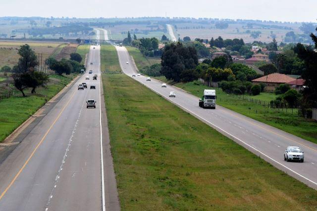 [Bronkhorstspruit]Dálnice T4, kterou jsem objížděl po R104, ta je úplně vpravo