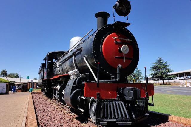 [Middleburg]Parní lokomotiva před informačním střediskem