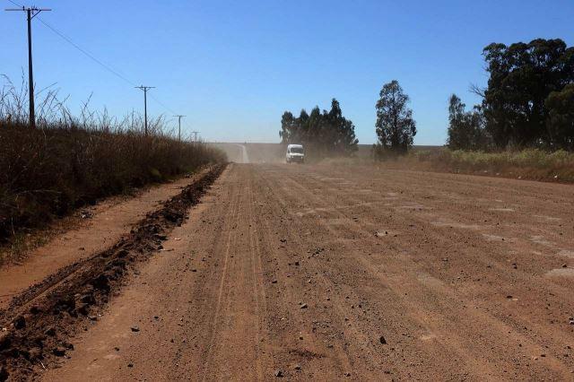 [2 km V od Middleburg]Silnice R104 byla 10 km v dezolátním stavu