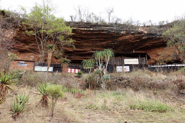 [Echo Caves]Muzeum člověka je umístěné pod skalním převisem