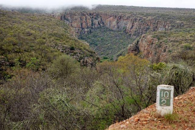 [R532 10 km]Skály Blyde River Canyonu