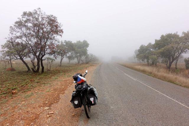[R532 poblíž vyhlídky na Three Rondawels]Hustá mlha znemožňovala výhled na kaňon