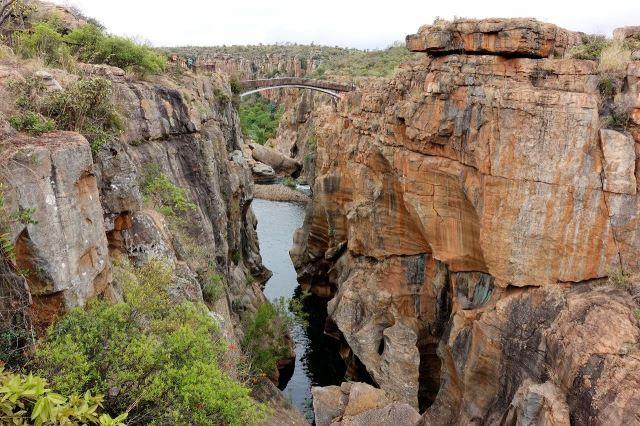 [Bourke's Luck Potholes]Most přes kaňon na soutoku řek Blyde a Treur