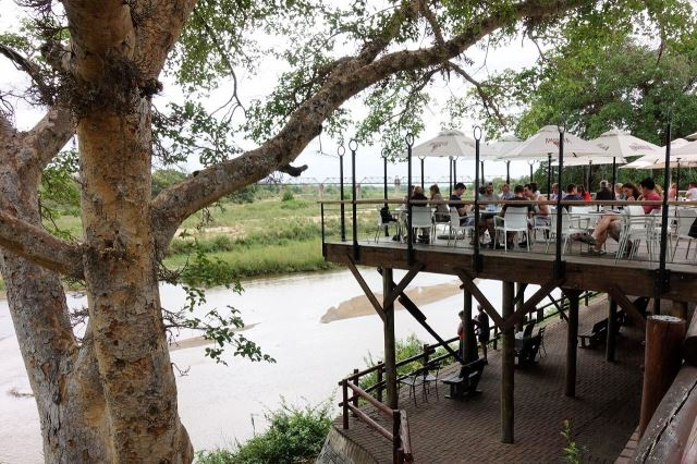 [Kruger National Park] Resort Skukuza - restaurace
