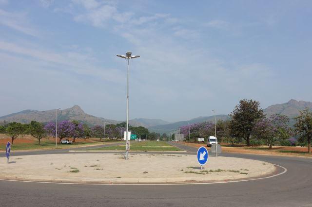 [Lobamba]Dvě ikonické hory - vlevo Popravčí hora, vpravo Prs královny ze Sáby