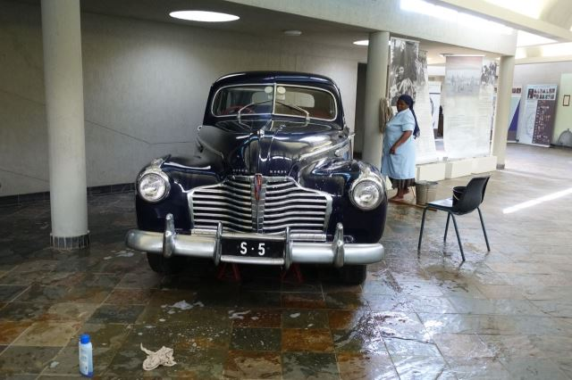 [Lobamba]Muzeum krále Sobhuzy II - královský Buick Starjet Eight z roku 1951