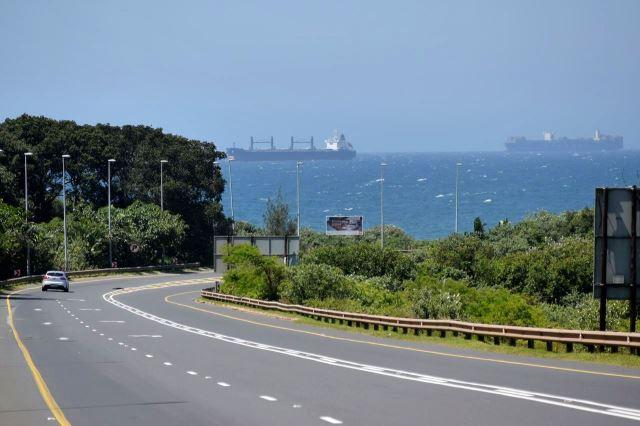 [Poblíž Ballito]Silnice M4 vedla okolo oceánu