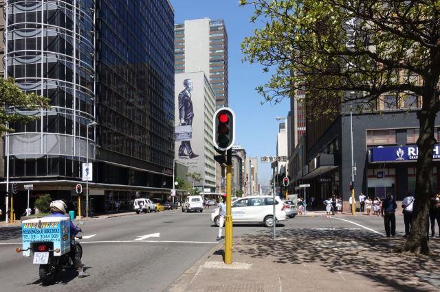 [Durban]Ulice Anton Lembede poblíž radnice