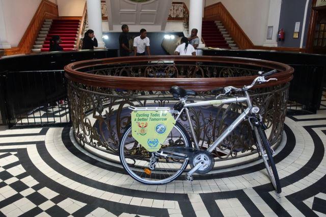 [Durban]Natural Science Museum - ježděním na kole prý podporujeme lepší zítřek