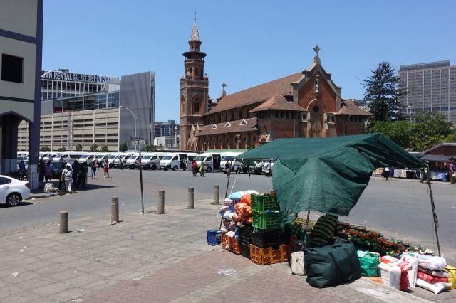 [Durban]Katedrála St Emmanuel v sousedství Viktoria Market