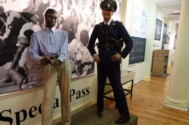 [Durban]Kwa Muhle Muzeum - symbol útlaku
