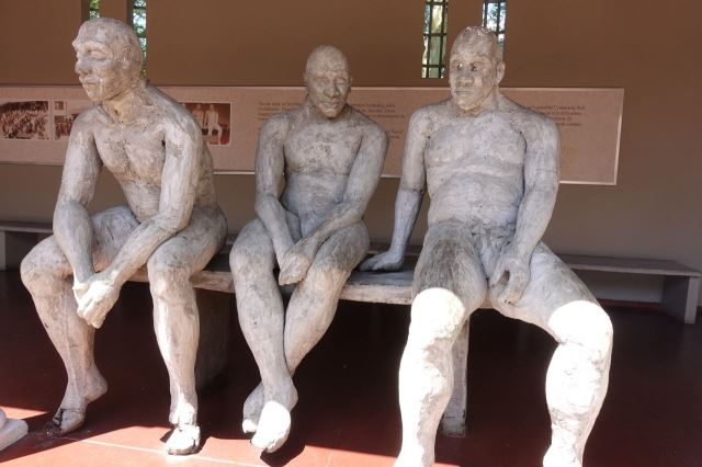 [Durban]Kwa Muhle Muzeum - socha tří mužů