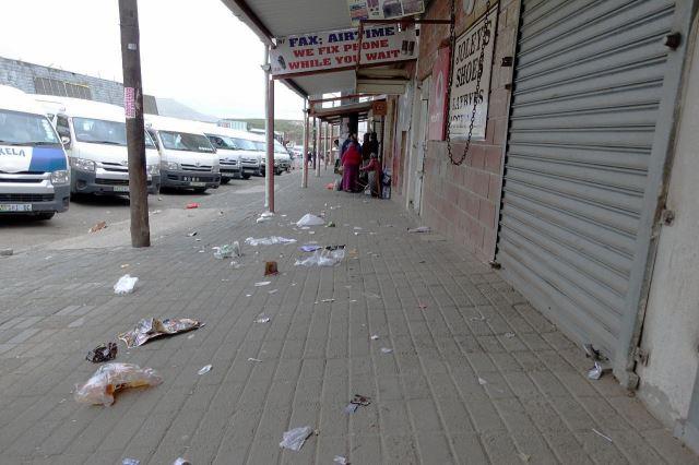 [Dutywa]Stanoviště minibusů rozhodně nevyniká čistotou