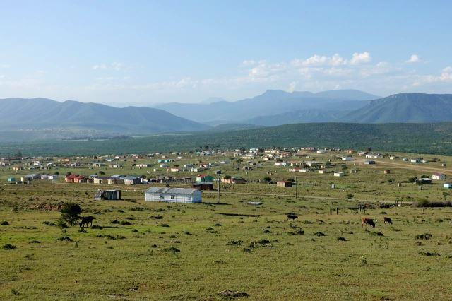 [V od Middeldrift]Pohled na vzdálený Drakensberg
