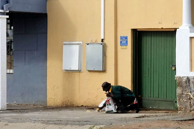 [Cradock]Market Street - když je hlad, hodí se i mírně jeté odpadky